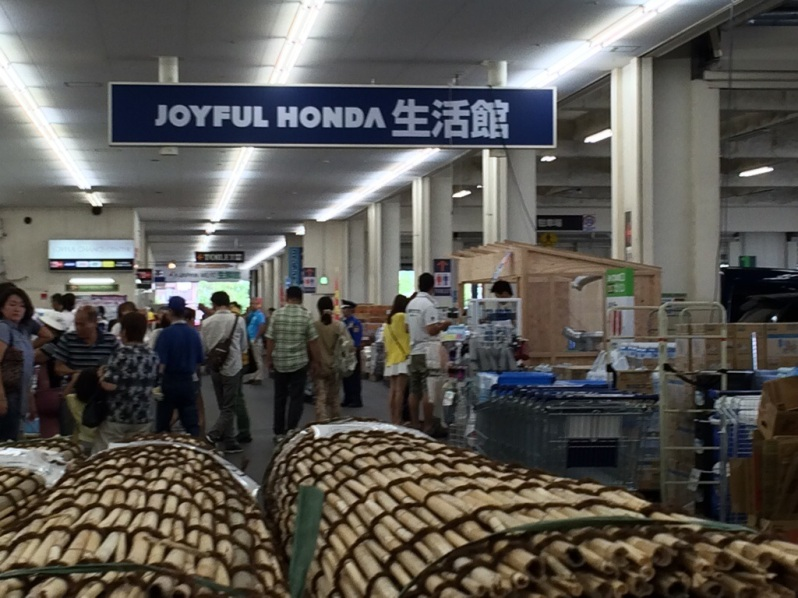 Entering the mega-store Joyful Honda.