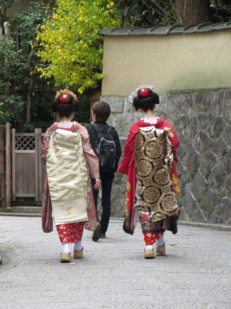 Real or pretend? We spotted these geisha on the street but I have no way of knowing if they are tourists or the genuine article.